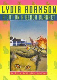 A Cat on a Beach Blanket (Alice Nestleton, Bk 14) (Large Print)