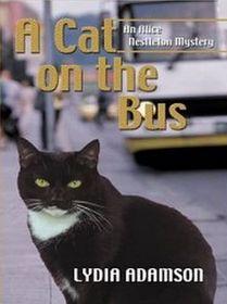 A Cat on the Bus (Alice Nestleton, Bk 21) (Large Print)