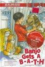 Banjo gets a Bath (Banjo Reciba Un Bano) (English/Spanish)